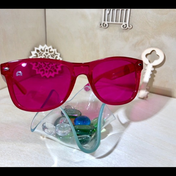 8592b01b6652 Magenta colored Sunglasses